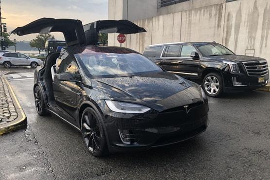 Tesla-Model-X-Exterior-Luxury-Ride-NYC-555-370-min